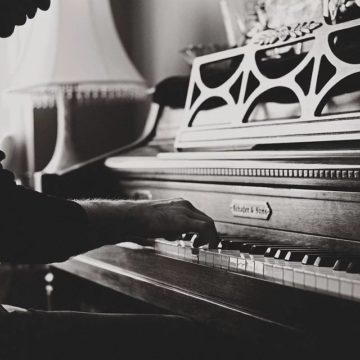 Πνευματικά δικαιώματα: Το Ελληνικό τραγούδι ενωμένο.