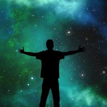 Υπάρχει ή δεν υπάρχει Θεός; Ποιος είναι;