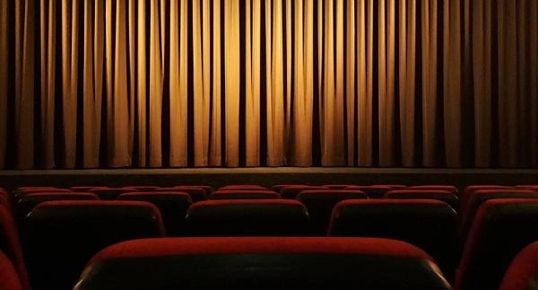 Κλείνουν κινηματογράφοι, θέατρα και κέντρα διασκέδασης